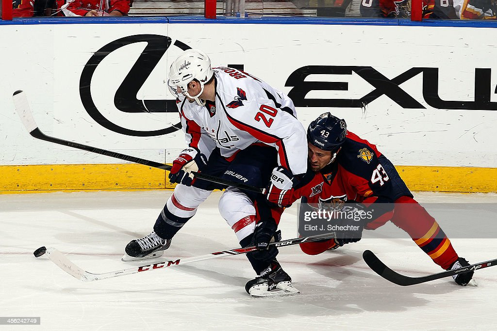 Mike Weaver #43 of the Florida Panthers tangles with <a gi-track='captionPersonalityLinkClicked' href=/galleries/search?phrase=Troy+Brouwer&family=editorial&specificpeople=4155305 ng-click='$event.stopPropagation()'>Troy Brouwer</a> #20 of the Washington Capitals at the BB&T Center on December 13, 2013 in Sunrise, Florida.