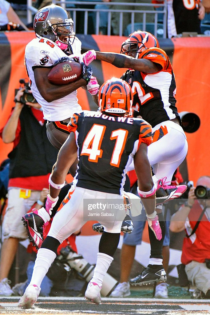 Mike Williams #19 of the Tampa Bay Buccaneers makes a 20-yard touchdown reception as Johnathan Joseph #22 and Chinedum Ndukwe #41 of the Cincinnati Bengals defend at Paul Brown Stadium on October 10, 2010 in Cincinnati, Ohio. The Buccaneers defeated the Bengals 24-21.