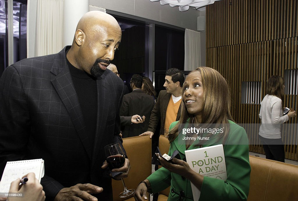 <a gi-track='captionPersonalityLinkClicked' href=/galleries/search?phrase=Mike+Woodson&family=editorial&specificpeople=213194 ng-click='$event.stopPropagation()'>Mike Woodson</a> and Roni DeLuz attend the '1 Pound A Day: Martha's Vineyard Diet Detox' Pre-Launch Book Party at Trump SoHo on February 11, 2013 in New York City.