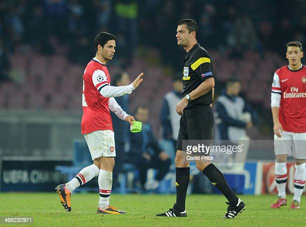 Mikel Arteta of Arsenal shares his feelings with the Referee Viktor Kassai after being shown a red card during the match Napoli against Arsenal in...