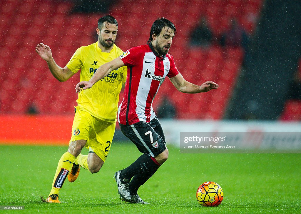 Mikel Balenziaga of Athletic Club Bilbao competes for the ball with Mario Gaspar of Villarreal CF during the La Liga match between Athletic Club Bilbao and Villarreal CF at San Mames Stadium on February 6, 2016 in Bilbao, Spain.