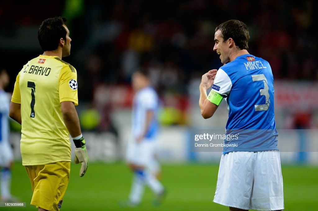 Mikel Gonzalez of Real Sociedad speaks with his goalkeeper Claudio Bravo of Real Sociedad during the UEFA Champions League Group A match between...