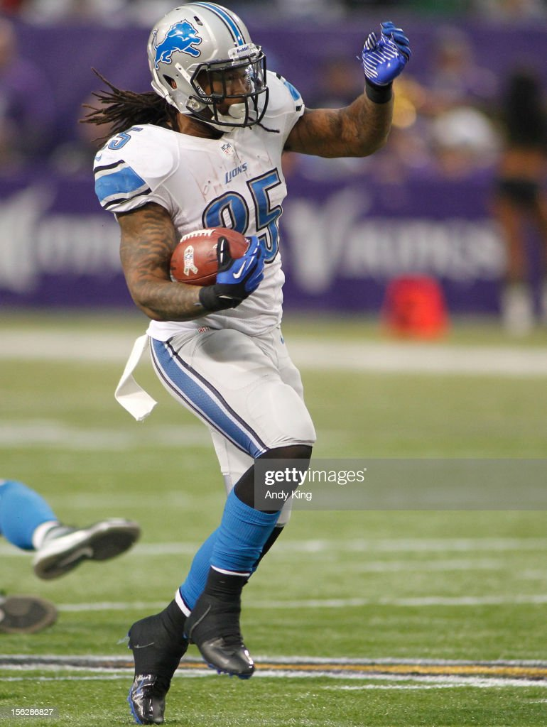 Mikel Leshoure #25 of the Detroit Lions runs against the Minnesota Vikings on November 11, 2012 at Mall of America Field at the Hubert H. Humphrey Metrodome in Minneapolis, Minnesota.