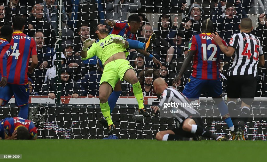 Mikel Merino of Newcastle United scores the only goal of the game during the Premier League match between Newcastle United and Crystal Palace at St. James Park on October 21, 2017 in Newcastle upon Tyne, England.