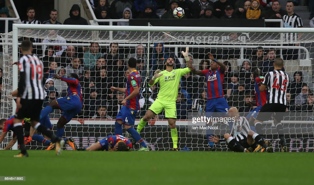 Mikel Merino of Newcastle United scores the onoy goal of the game during the Premier League match between Newcastle United and Crystal Palace at St. James Park on October 21, 2017 in Newcastle upon Tyne, England.