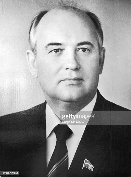 Mikhail Gorbatchev In 1987 Portrait of the President at the aviation showroom