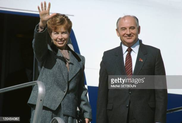 Mikhal Gorbatchev and his wife in Paris France on October 26 1985 The Soviet Head of State and his wife Raissa