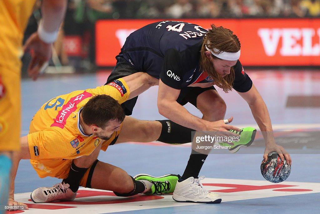 <a gi-track='captionPersonalityLinkClicked' href=/galleries/search?phrase=Mikkel+Hansen&family=editorial&specificpeople=5491088 ng-click='$event.stopPropagation()'>Mikkel Hansen</a> of Paris (R) is attacked by <a gi-track='captionPersonalityLinkClicked' href=/galleries/search?phrase=Michal+Jurecki&family=editorial&specificpeople=4116955 ng-click='$event.stopPropagation()'>Michal Jurecki</a> of Kielce during the first semi-final of the EHF Final4 between VS Tauron Kielce and Paris Saint-Germain on May 28, 2016 in Cologne, Germany.