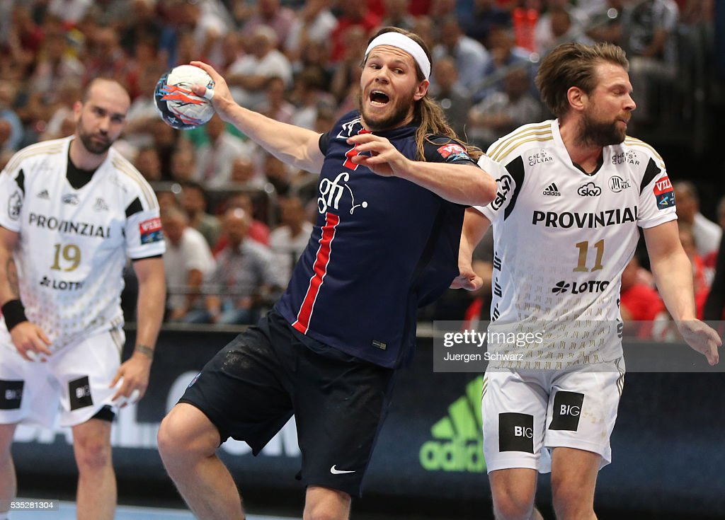 <a gi-track='captionPersonalityLinkClicked' href=/galleries/search?phrase=Mikkel+Hansen&family=editorial&specificpeople=5491088 ng-click='$event.stopPropagation()'>Mikkel Hansen</a> of Paris (C) throws the ball beside Christian Sprenger of Kiel (R) during the third place play-off at the EHF Final4 between Paris St.-Germain and THW Kiel on May 29, 2016 in Cologne, Germany.