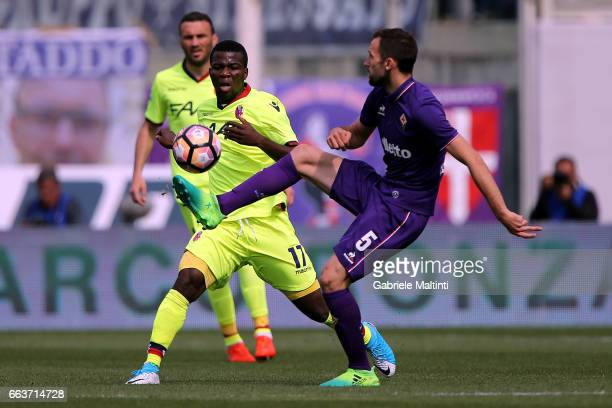 Milan Badelj of ACF Fiorentina battles for the ball with Godfred Donsah of Bologna FC during the Serie A match between ACF Fiorentina and Bologna FC...