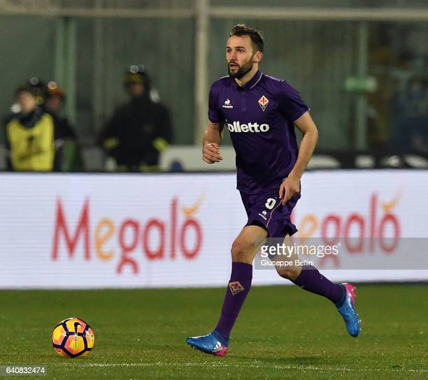 Milan Badelj of ACF Fiorentina in action during the Serie A match between Pescara Calcio and ACF Fiorentina at Adriatico Stadium on February 1 2017...