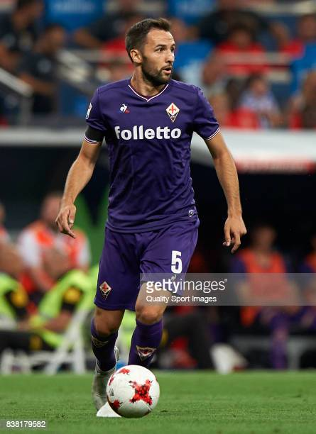 Milan Badelj of Fiorentina in action during the Trofeo Santiago Bernabeu match between Real Madrid and ACF Fiorentina at Estadio Santiago Bernabeu on...