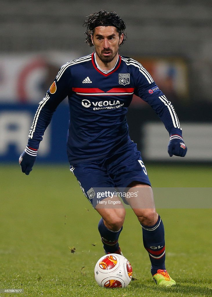 <a gi-track='captionPersonalityLinkClicked' href=/galleries/search?phrase=Milan+Bisevac&family=editorial&specificpeople=600075 ng-click='$event.stopPropagation()'>Milan Bisevac</a> of Olympique Lyonnais in action during the UEFA Europa League Group I match between Olympique Lyonnais and Real Betis Balompie at Stade de Gerland on November 28, 2013 in Lyon, France.
