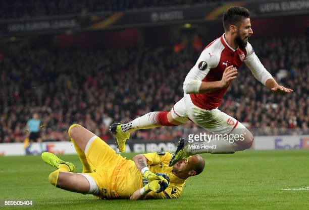 Milan Borjan of FK Crvena Zvezda collects the ball from Olivier Giroud of Arsenal during the UEFA Europa League group H match between Arsenal FC and...