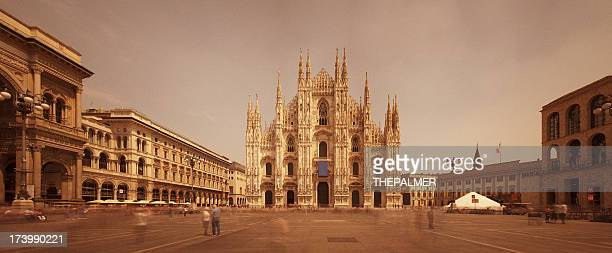 La cathédrale de Milan et de Piazza del Duomo panorama