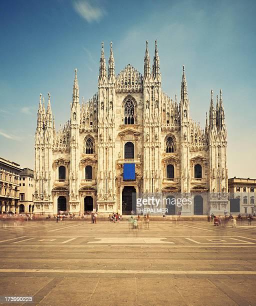 La cathédrale de Milan et de Piazza del Duomo