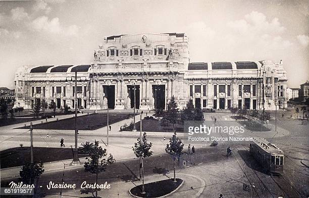 Milan Central Station frontal view from Piazza Duca d'Aosta Passing a tram line 2 Photo postcard Italy Milan 1943