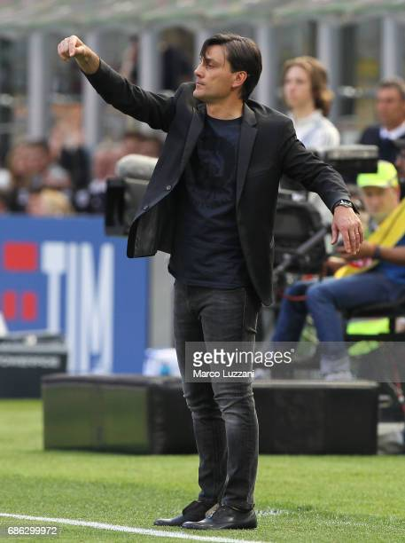 Milan coach Vincenzo Montella issues instructions to his players during the Serie A match between AC Milan and Bologna FC at Stadio Giuseppe Meazza...