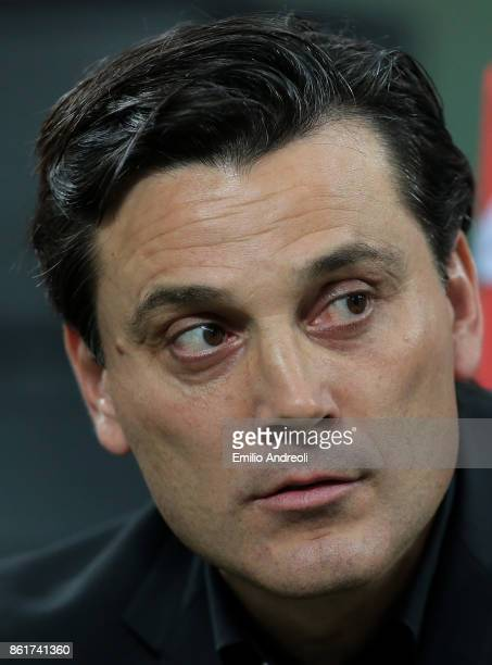 Milan coach Vincenzo Montella looks on during the Serie A match between FC Internazionale and AC Milan at Stadio Giuseppe Meazza on October 15 2017...