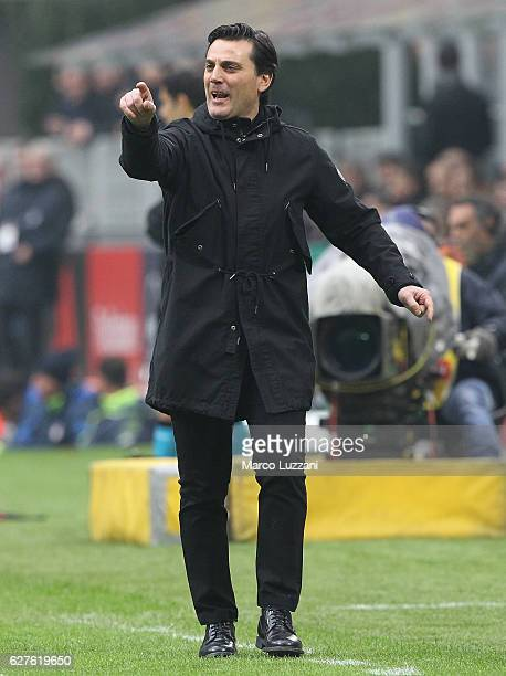 Milan coach Vincenzo Montella shouts to his players during the Serie A match between AC Milan and FC Crotone at Stadio Giuseppe Meazza on December 4...