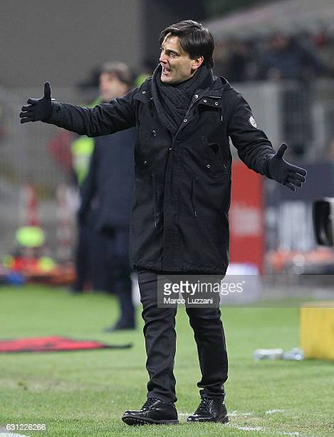 Milan coach Vincenzo Montella shouts to his players during the Serie A match between AC Milan and Cagliari Calcio at Stadio Giuseppe Meazza on...