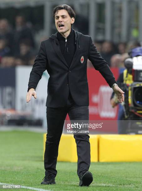 Milan coach Vincenzo Montella shouts to his players during the Serie A match between AC Milan and Genoa CFC at Stadio Giuseppe Meazza on March 18...
