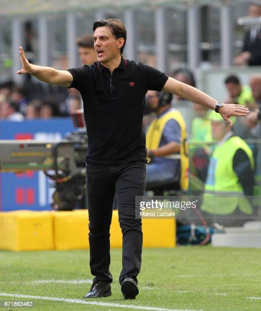 Milan coach Vincenzo Montella shouts to his players during the Serie A match between AC Milan and Empoli FC at Stadio Giuseppe Meazza on April 23...