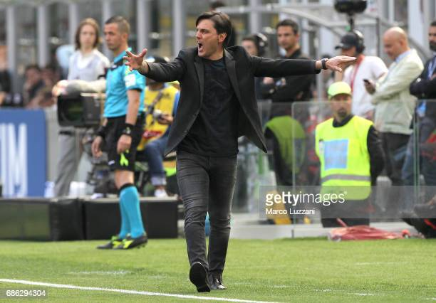 Milan coach Vincenzo Montella shouts to his players during the Serie A match between AC Milan and Bologna FC at Stadio Giuseppe Meazza on May 21 2017...