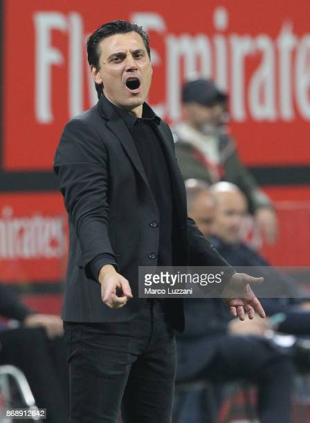 Milan coach Vincenzo Montella shouts to his players during the Serie A match between AC Milan and Juventus at Stadio Giuseppe Meazza on October 28...