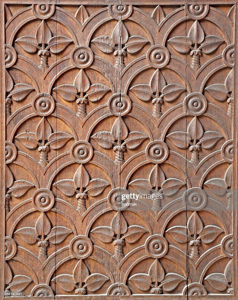 Milan-Detalle de la iglesia tallada puerta : Foto de stock