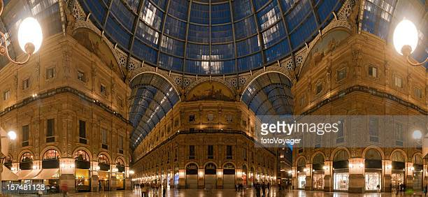 Milano, galleria shopping, illuminato panorama