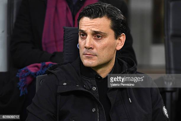 Milan head coach Vincenzo Montella looks on during the Serie A match between AC Milan and FC Internazionale at Stadio Giuseppe Meazza on November 20...