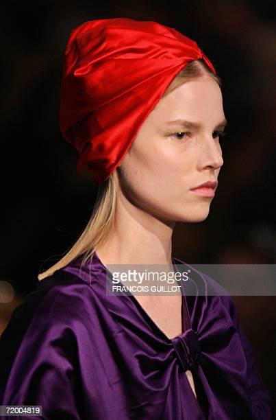 A model presents a creation by Italian designer Miuccia Prada for Prada during the Spring/Summer 2007 women's collections 26 September 2006 in Milan...