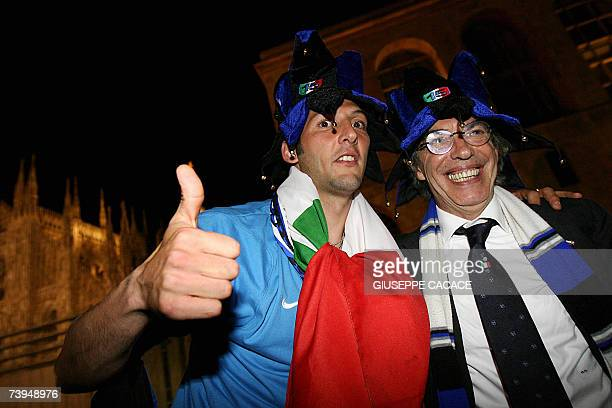 Inter Milan player Marco Materazzi and president Massimo Moratti pose for a photo on a balcony at Duomo Square in Milan 22 April 2007 after their win...