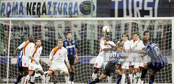 Inter Milan's Brasilian striker Adriano scores with a free kick against AS Roma during their Serie A football match 26 October 2005 at Milan's SSiro...