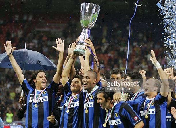 Inter Milan's players celebrates after winning their Italian SuperCup football match against AS Roma at San Siro Stadium in Milan 26 August 2006...