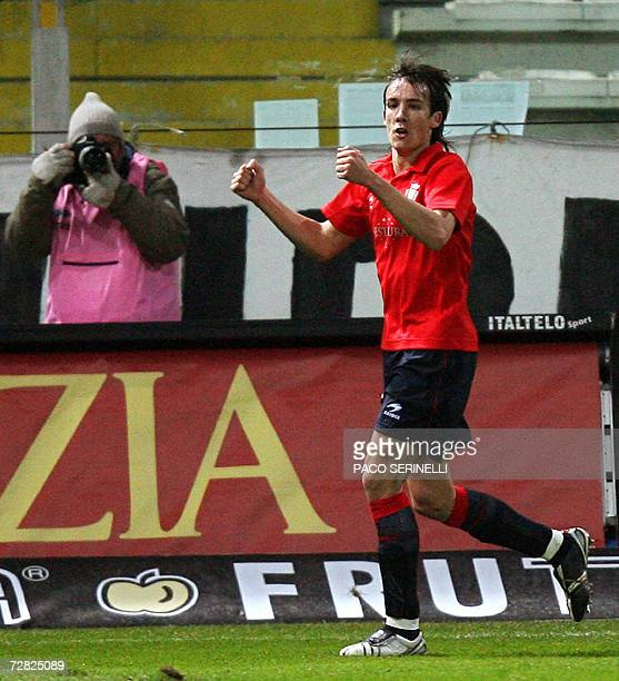 Osasuna's midfielder David Lopez Moreno celebrates after scoring his second goal against Parma during their UEFA Cup football match at Tardini...