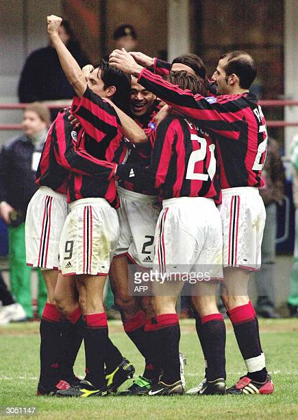 Milan players celebrate their victory against Sampdoria Genoa at the end of their Serie A football match at San Siro stadium in Milan 07 March 2004...