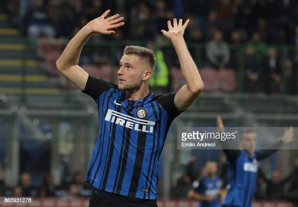 Milan Skriniar of FC Internazionale Milano celebrates after scoring the opening goal during the Serie A match between FC Internazionale and UC...