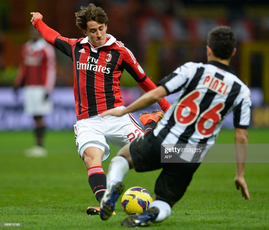Milan's Bojan (L) fights for the ball with Udinese's Giampiero Pinzi during the AC Milan vs Udinese Italian Serie A football match on February 3, 2012 at San Siro stadium in Milan. AFP PHOTO / ALBERTO LINGRIA