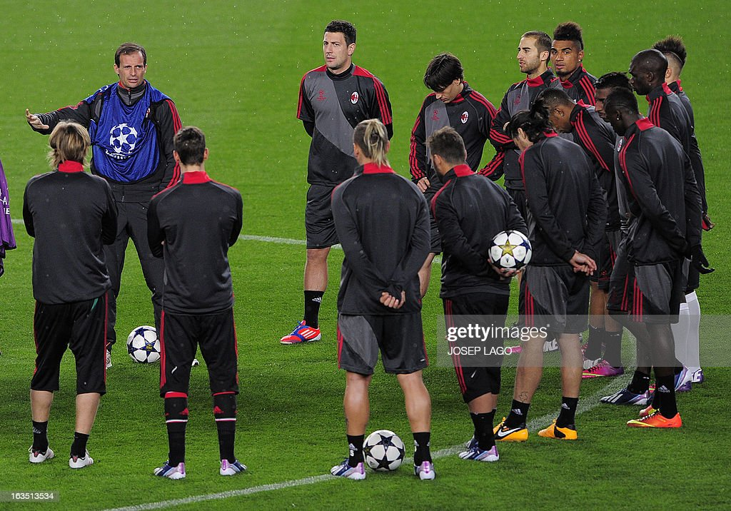 AC Milan's coach Massimiliano Allegri (L) talks to his players during a training session at the Camp Nou stadium in Barcelona on March 11, 2013, on the eve of the UEFA Champions League football match FC Barcelona vs AC Milan. AFP PHOTO / JOSEP LAGO