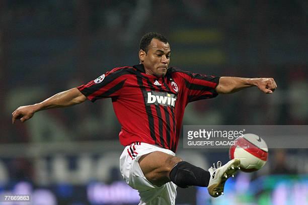 AC Milan's defender Cafu controls the ball during their 'Serie A' football match AC Milan vs Torino at San Siro Stadium in Milan 03 November 2007 AFP...