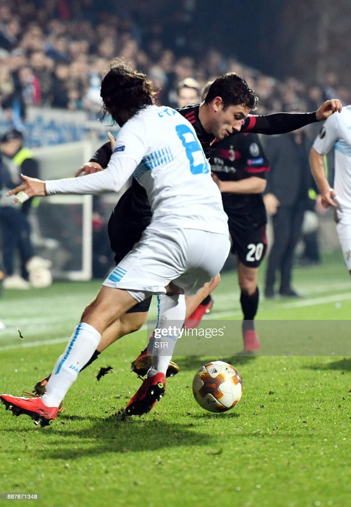 AC Milan's defender Davide Calabria (R) fights for the ball with Rijeka's defender Leonard Zuta during the UEFA Europa League Group D football match between HNK Rijeka and AC Milan at The Rujevica Stadium in Rijeka on December 7, 2017. /