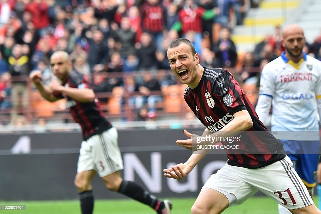 AC Milan's defender from Italy Luca Antonelli celebrates after scoring during the Italian Serie A football match AC Milan vs Frosinone at 'San Siro' Stadium in Milan on May 1, 2016. / AFP / GIUSEPPE