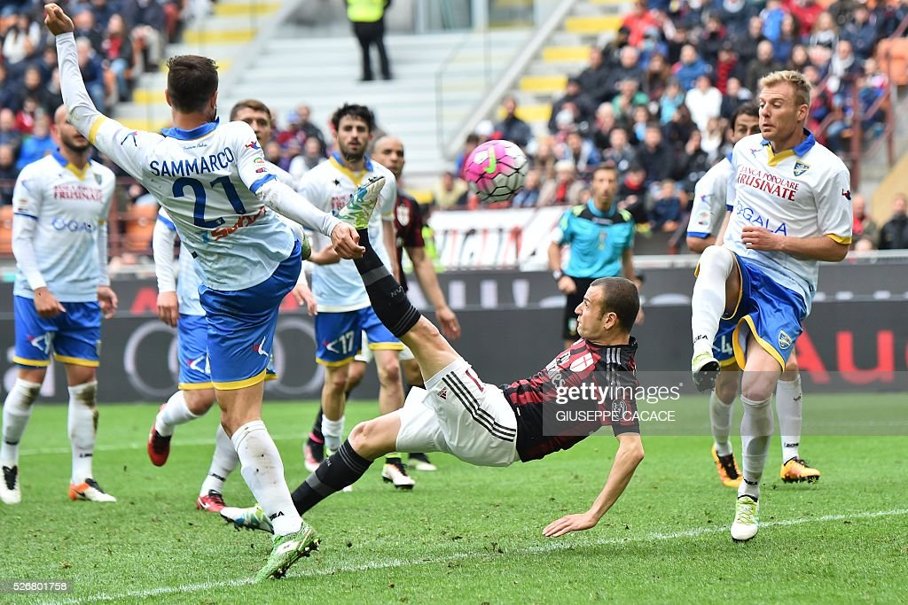 AC Milan's defender from Italy Luca Antonelli kicks and scores during the Italian Serie A football match AC Milan vs Frosinone at 'San Siro' Stadium in Milan on May 1, 2016. / AFP / GIUSEPPE
