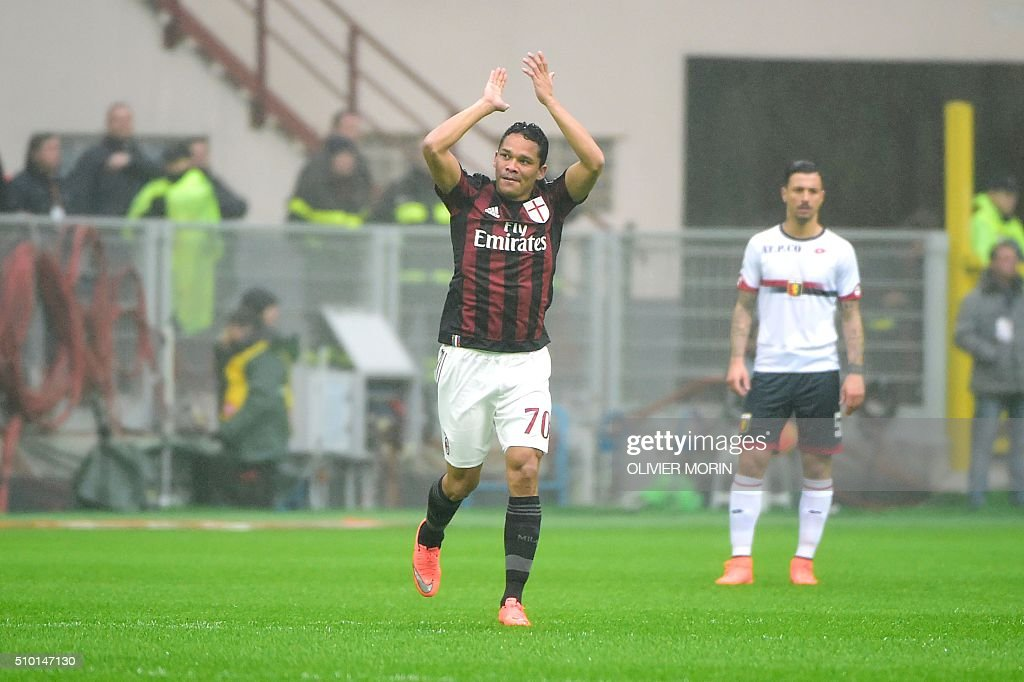 AC Milan's forward from Colombia Carlos Bacca celebrates after scoring during the Italian Serie A football match AC Milan vs Genoa on February 14, 2016 at the San Siro Stadium stadium in Milan. / AFP / OLIVIER MORIN