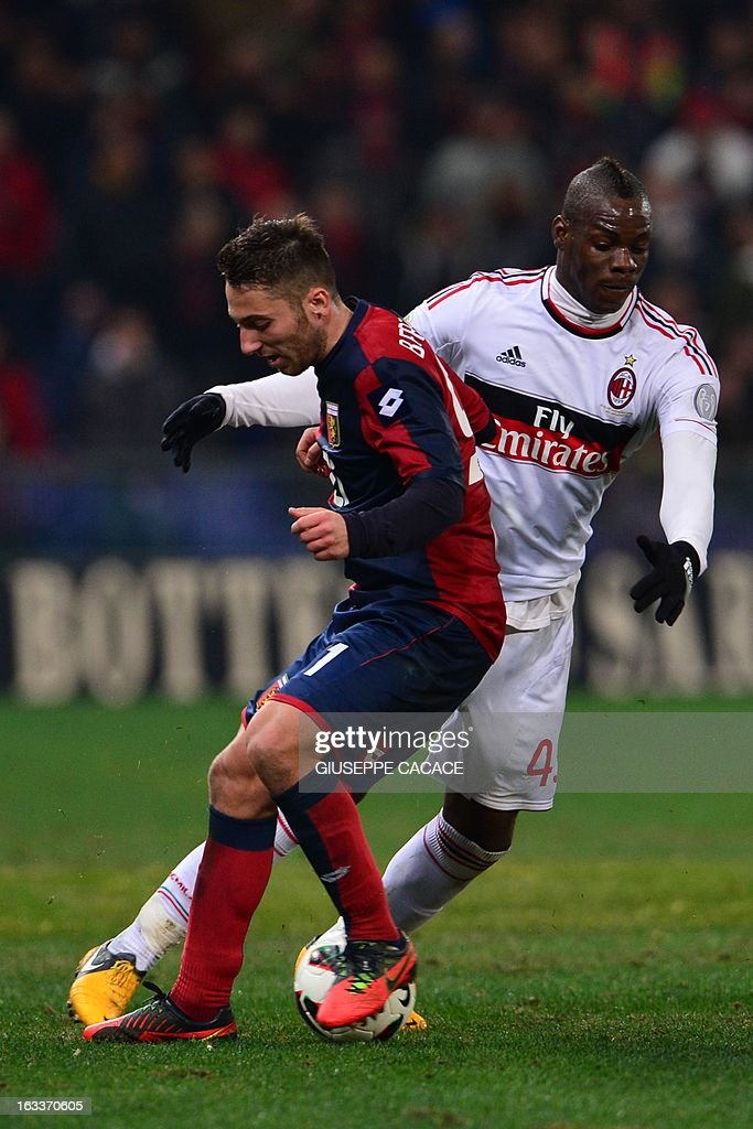 AC Milan's forward Mario Balotelli (R) vies for the ball with Genoa's midfielder Andrea Bertolacci during the Italian championships Serie A football match Genoa vs AC Milan at the Marazzi Stadium in Genoa on March 8, 2013.