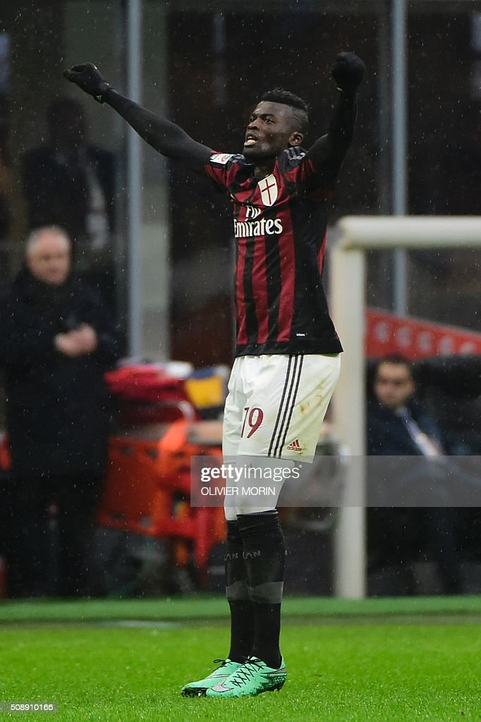 AC Milan's French forward Mbaye Niang celebrates after scoring during the Italian Serie A football match between AC Milan and Udinese at San Siro Stadium in Milan on February 7, 2016. / AFP / OLIVIER MORIN