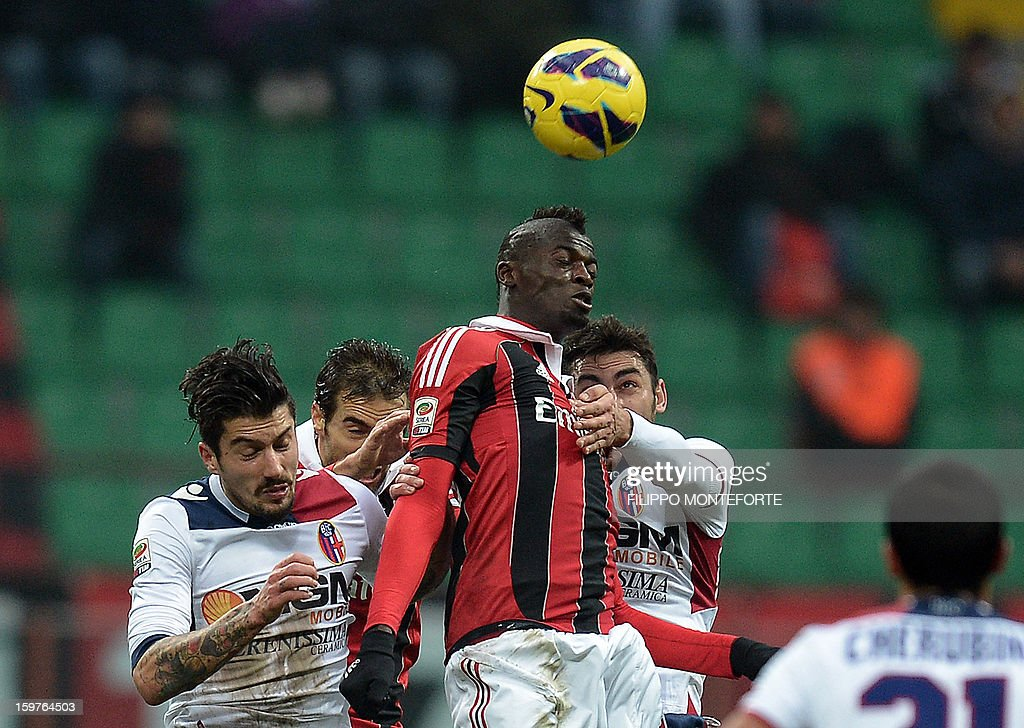AC Milan's French forward M'Baye Niang (C) vies with FC Bologna's defenders during their Serie A football match in Milan's San Siro Stadium on January 19, 2013. AFP PHOTO / FILIPPO MONTEFORTE