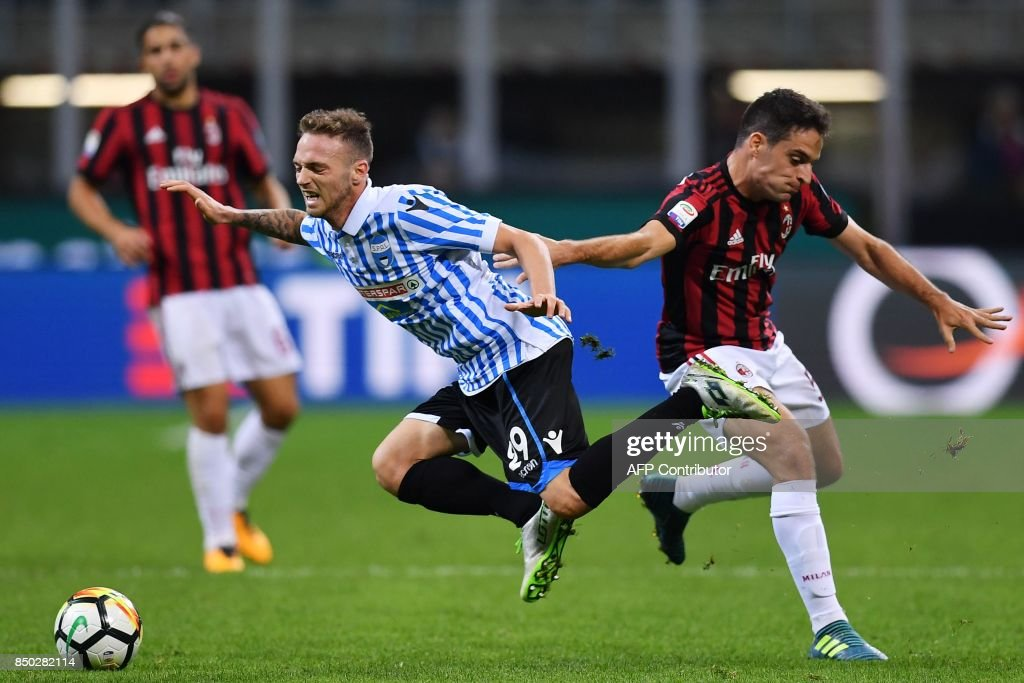 AC Milan's Italian midfielder Giacomo Bonaventura (R) fights for the ball with Spal's Italian midfielder Manuel Lazzari during the Italian Serie A football match AC Milan vs Spal at San Siro stadium in Milan on September 20, 2017. /